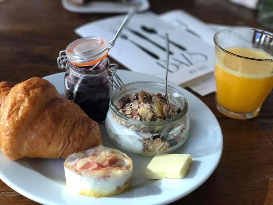 Vroeg ontbijten bij Bazs in Hilversum