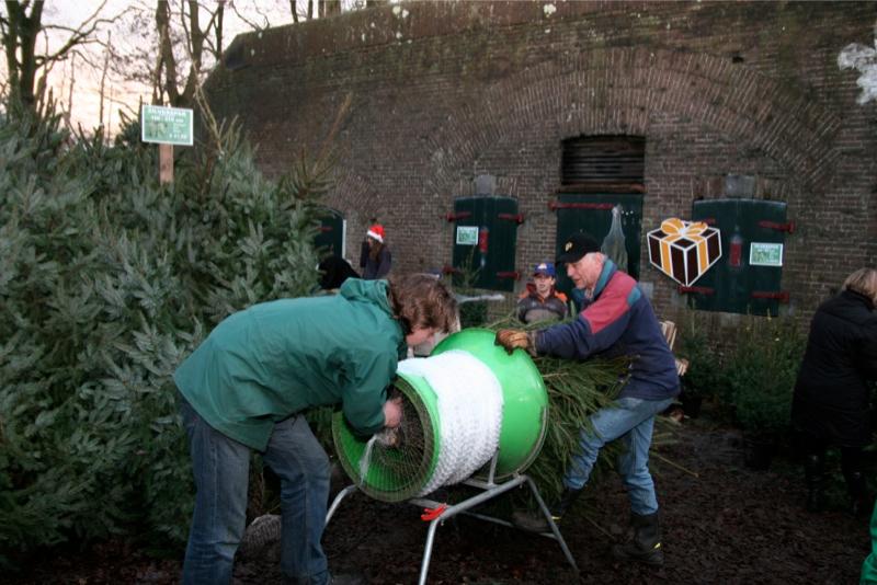 Kerstbomenverkoop bij Scouting Erica