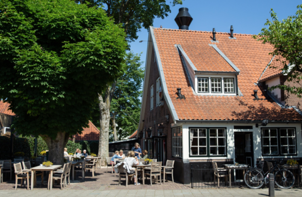 Café Moeke Spijkstra: terras hotspot